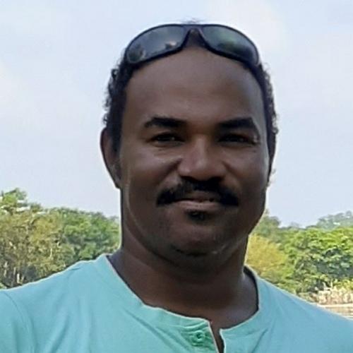 Мансуротвечает за проведение сафари туров по южным национальным паркам